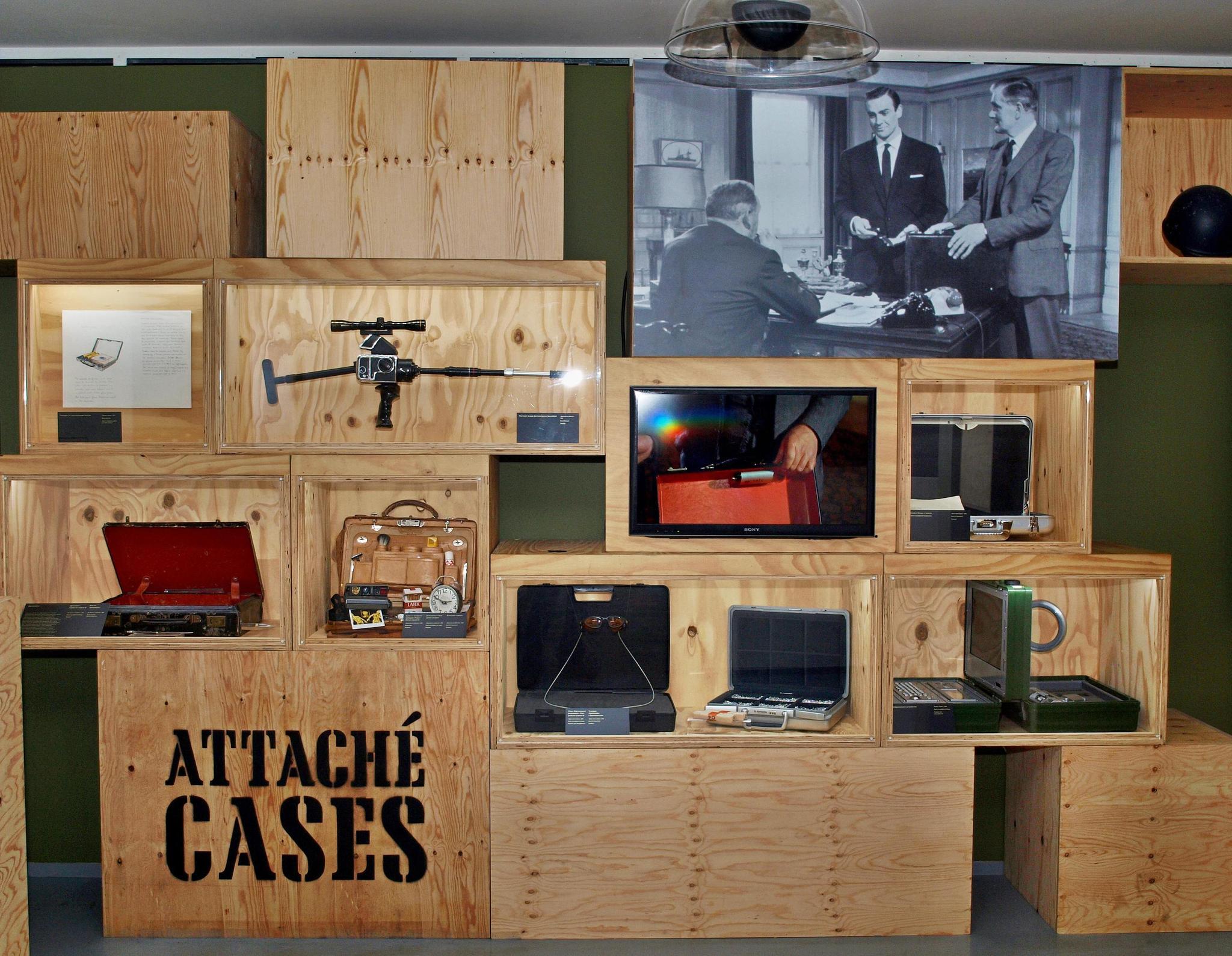 Ящики с оружием и спецоборудованием. Фотография Малец Михаила Георгиевича