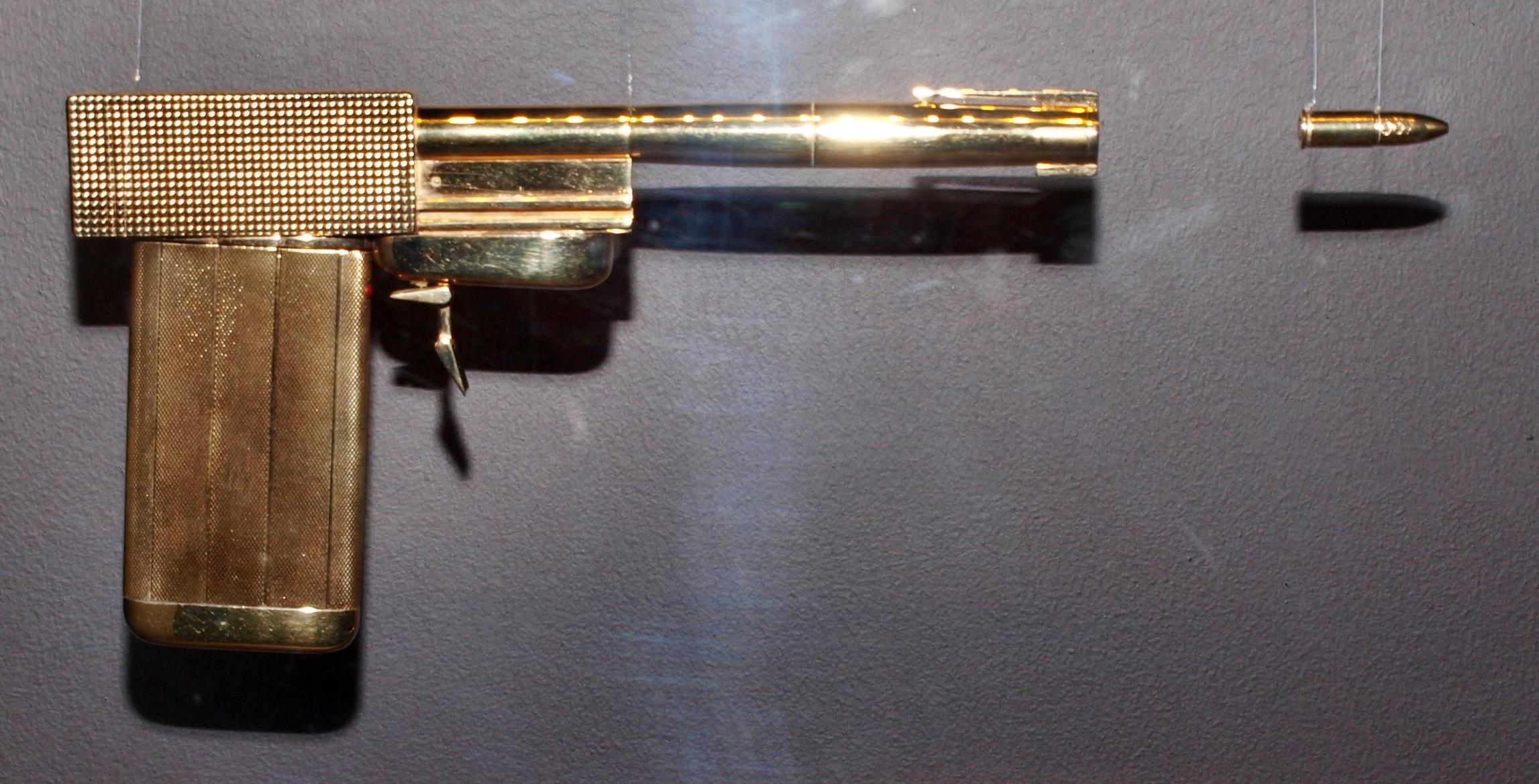 Золотой пистолет Скараманги из «Человека с золотым пистолетом». Фотография Малец Михаила Георгиевича