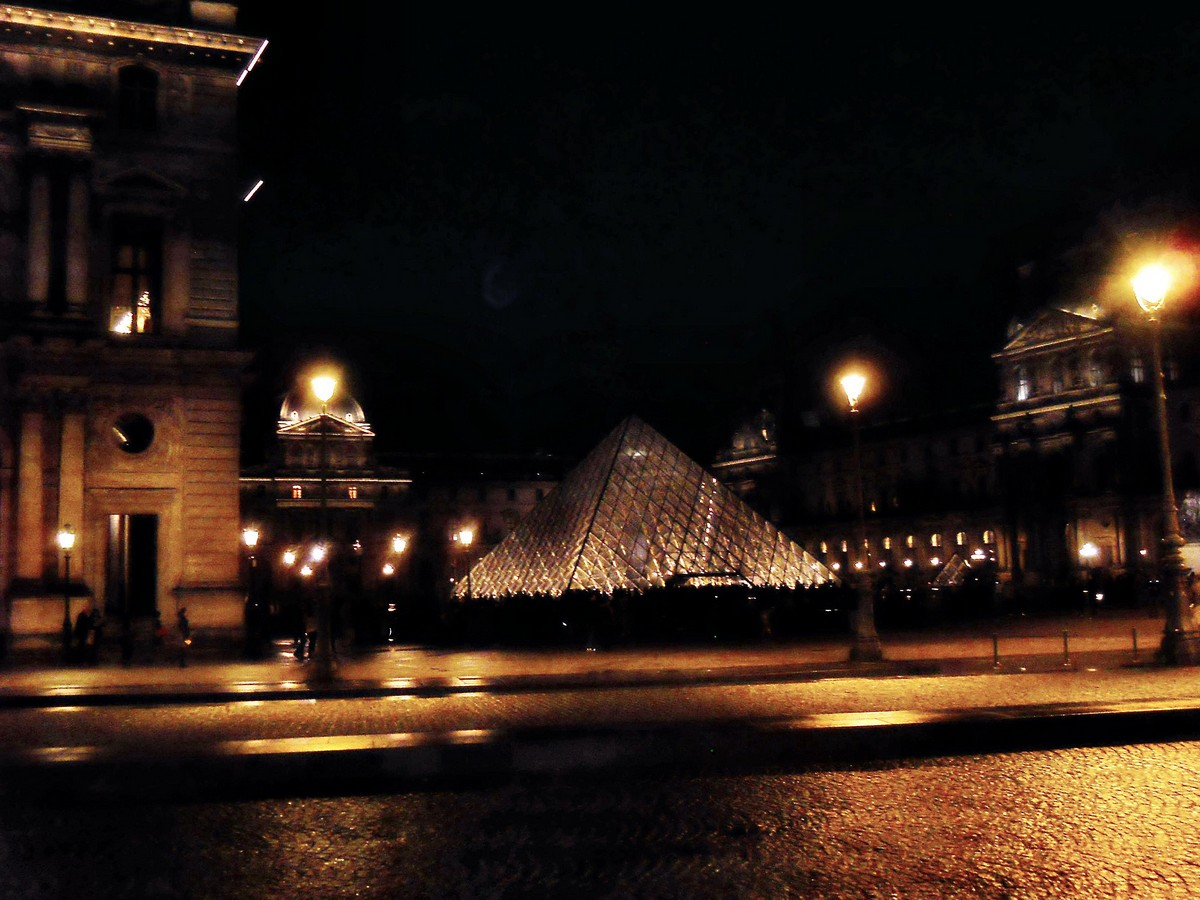 Лувр вечером. Фотография Малец Михаила Георгиевича